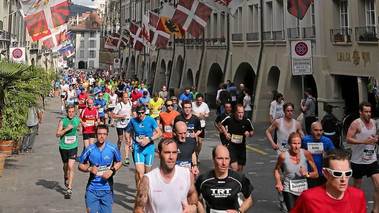 Die Strecke führte die Läufer durch die Berner Altstadt.