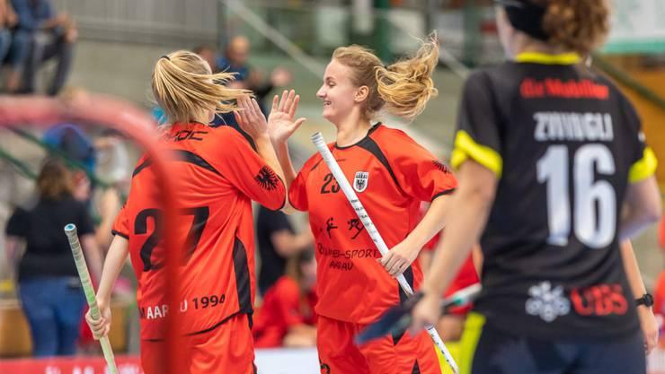 Kamen oft zum Jubeln zusammen: Die Aarauerinnen schlugen zum Meisterschaftsstart die Red Ants Rychenberg Winterthur mit 8:2. (Bild Fabio Baranzini).