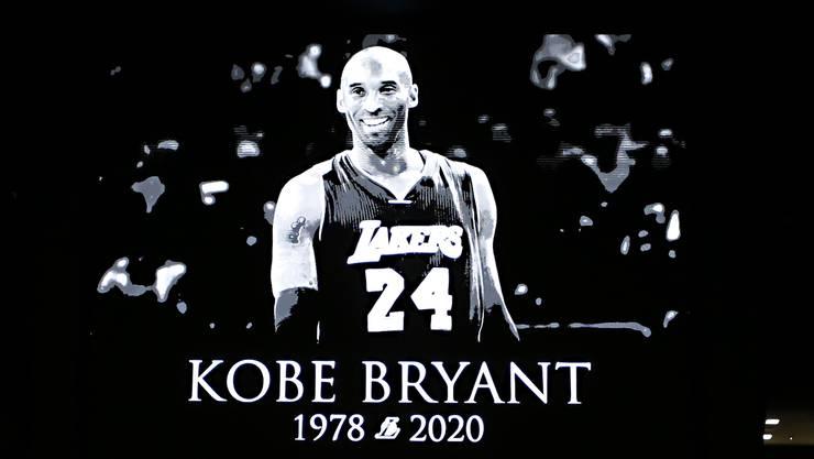 Kobe Bryant: Dieses Bild wurde während am Tag nach seinem Tod beim NBA-Spiel zwischen Orlando Magic und den Los Angeles Clippers auf einem Grossbildschirm gezeigt.