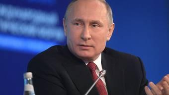 Der russische Präsident Wladimir Putin hat die Festnahmen an Protesten vom Samstag verteidigt.