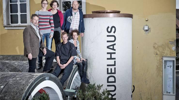 Die treibenden Kräfte im Trudelhaus: Rolf Wagner, Melanie Borter, Andrina Jörg, Markus Widmer, Katja Sedgwick und Thomas Conrad (von links im Uhrzeigersinn).
