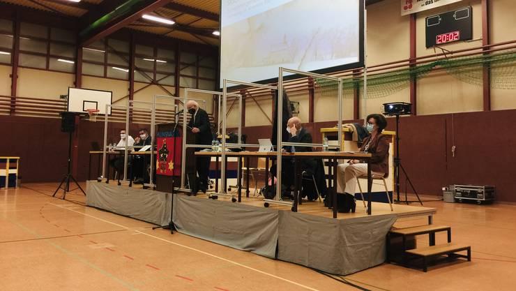 Der Klingnauer Stadtrat während der Gemeindeversammlung.