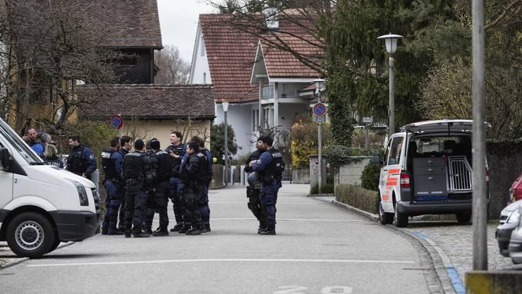 Grosses Polizeiaufgebot am 18. März 2017 in Reinach. Doch das Verbot wirkte: Es blieb ruhig.