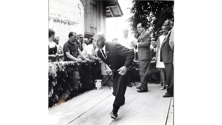 Am Dorffest 1967 in Möriken-Wildegg versuchte sich Yul Brynner im Kegeln.