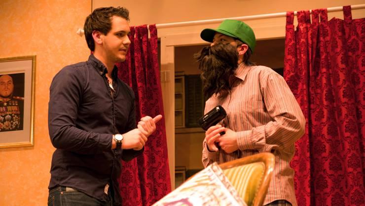 Sieben junge Schauspieler nehmen das Publikum mit in die Welt des Porträt-Malers Thomas und seiner Frau Jenny. Es entsteht eine lustige Verwechslungskomödie mit frechen Diskussionen.