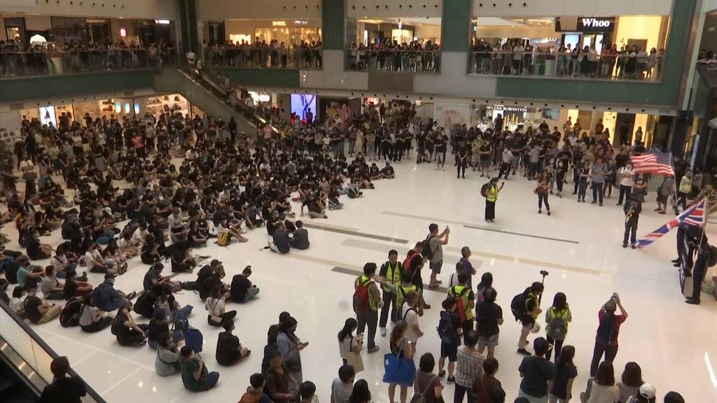 Hongkong: Demonstranten singen US-Hymne