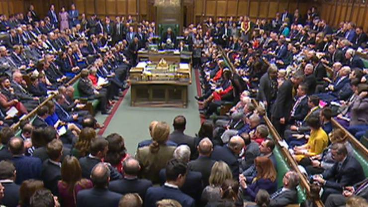 Das britische Unterhaus stimmt erneut gegen das Brexit-Abkommen, aber für einen Aufschub des Austritts.