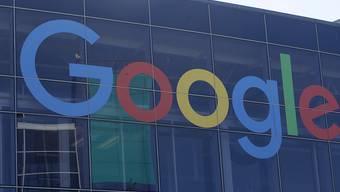 Der Google-Konzern hat im abgelaufenen Geschäftsquartal die Einnahmen mit Werbung erneut stark gesteigert. (Archivbild)