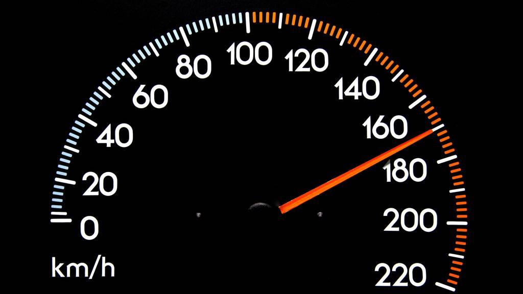 Wer mit über 170 Stundenkilometern durch den Thurgau blocht, ist seinen Führerschein schnell los. (Symbolbild)
