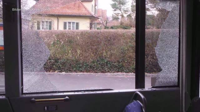 Jugendlicher schiesst auf Bus