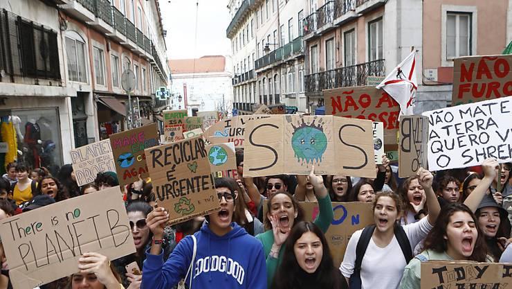 Klima-Demonstrationen der Jugendbewegung Fridays for Future gab es in mehreren Städten Portugals.