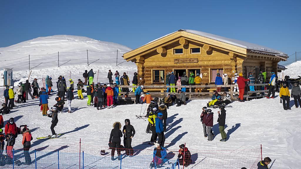 Damit das Lauberhornrennen am kommenden Wochenende durchgeführt werden kann, wird spätestens ab Dienstag das Skigebiet Seite Wengen – Kleine Scheidegg – Lauberhorn für sämtliche «private» Skifahrende geschlossen. (Archivbild)