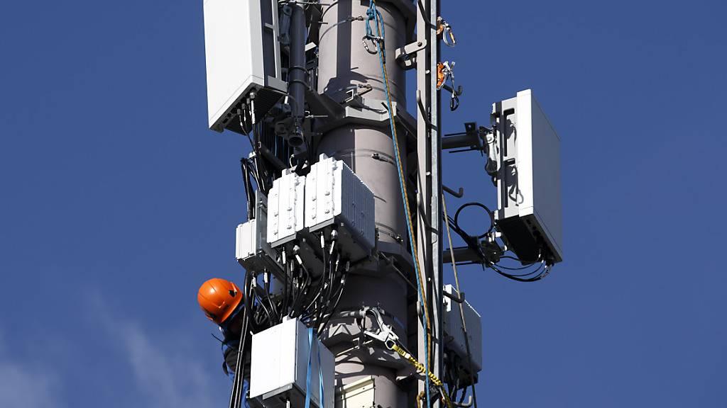 Der Bedarf nach mobilen Daten verdoppelt sich laut Swisscom praktisch jedes zweite Jahr. Daher sei der 5G-Ausbau wichtig (Archivbild)