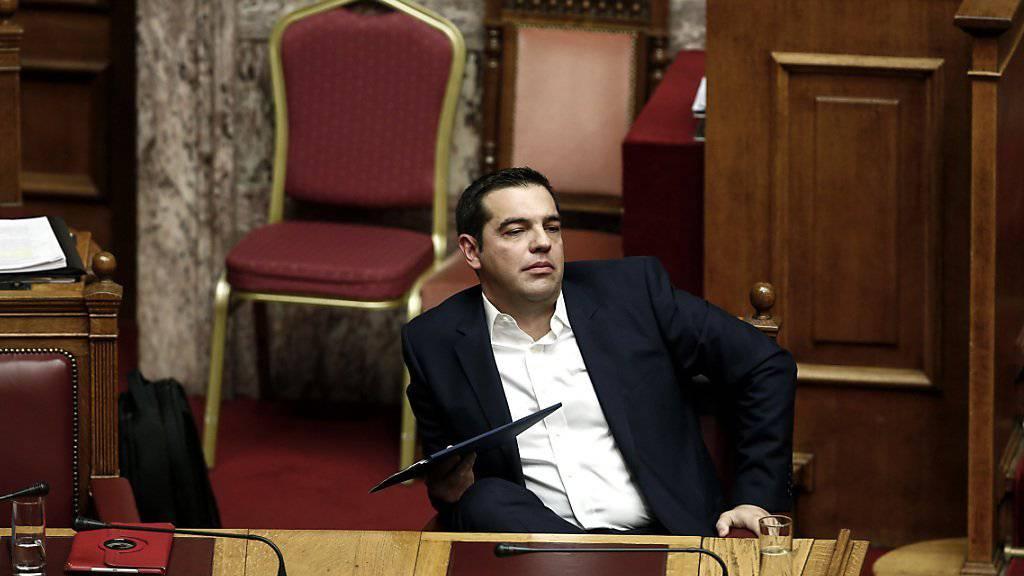 Der griechische Regierungschef Alexis Tsipras hat ein weiteres einschneidendes Sparpaket durch das Parlament gebracht. Das nächste folgt schon in einigen Wochen.