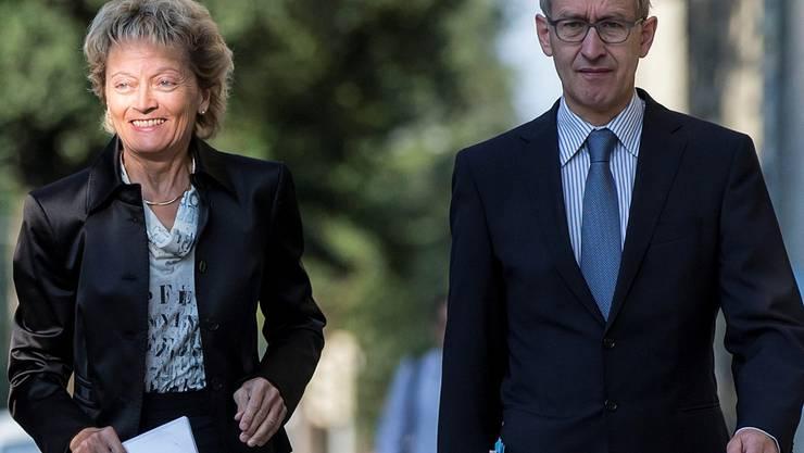 Hauptarbeit erledigt: Eveline Widmer-Schlumpf und der abtretende Staatssekretär Michael Ambühl. KEYSTONE