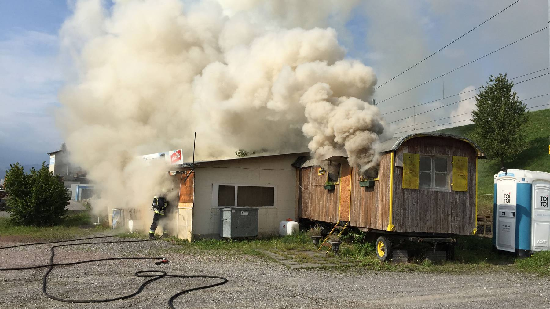 Imbissstand in Brand geraten
