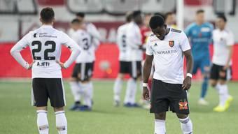 Enttäuschte FCB-Spieler: Nach 2:0-Führung verliert der FCB noch mit 2:4 gegen den FC Thun.