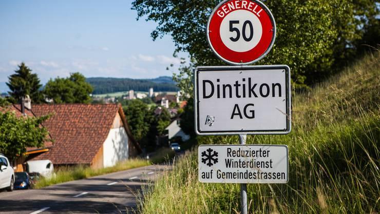 Dintikon - Ortstafel bei Dorfeinfahrt Gemeinde Dintikon
