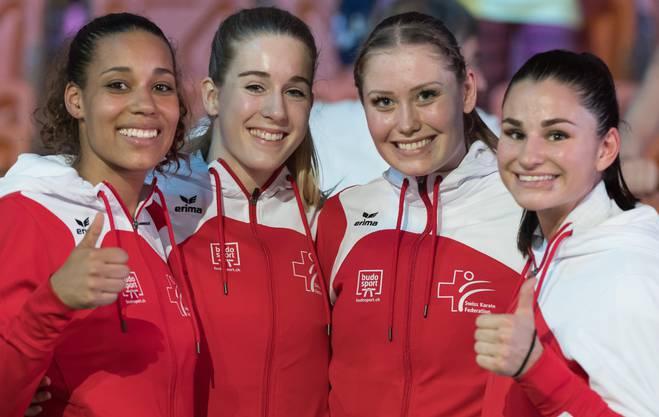 Auch im Team hat es für Elena Quirici (ganz rechts) zum EM-Titel im Karate gereicht.