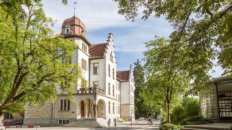 Das Schulhaus Tannegg in Baden. Hier werden Kinder von der Unterstufe bis zur 6. Klasse unterrichtet.