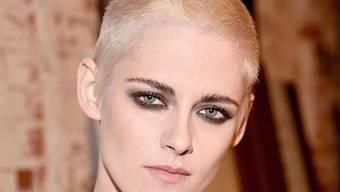 Kristen Stewart trägt das Haar jetzt raspelkurz. Ob aus modischen oder beruflichen Gründen ist nicht klar. (Twitter)