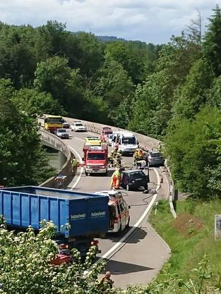 Unfall auf der Umfahrungsstrasse Bremgarten: Zwei Frauen wurden mittelschwer, ein Mann wurde leicht verletzt.