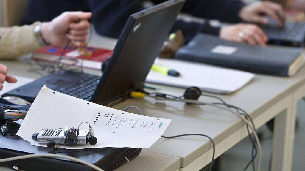 Mit der Förderung von Mitarbeiterinnen und Mitarbeitern durch Weiterbildung können Unternehmen Rekrutierungsschwierigkeiten erfolgreich begegnen. (Symbolbild)