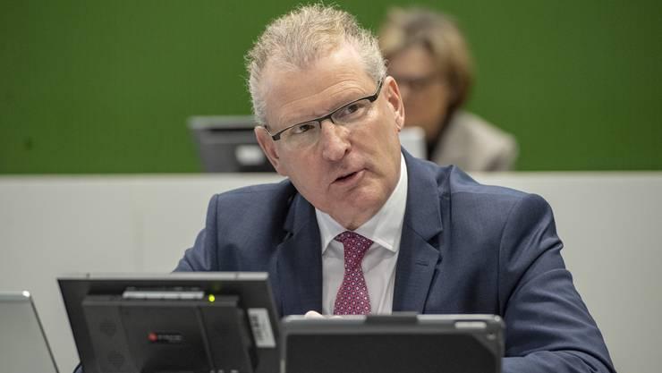 Der Zuger  Finanzdirektor Heinz Tännler begrüsst die neue Härtefallregelung des Bundes und stockt die Mittel auf. (Symbolbild)