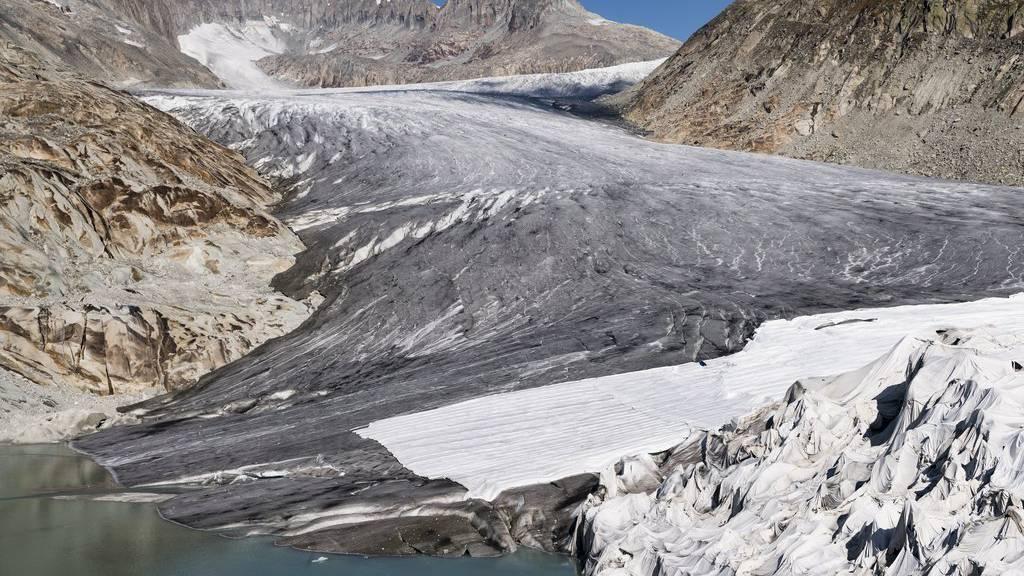 Gletscher-Schmelzen auf dem Rhone-Gletscher. Dagegen kämpfen die Initianten der Gletscher-Initiative. (Archiv)