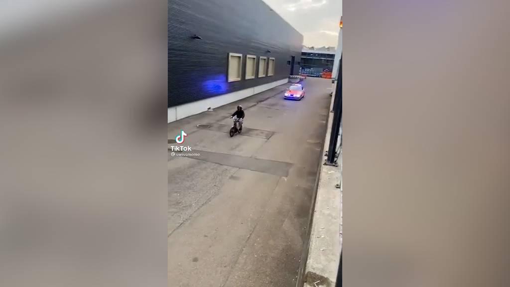 Chaosfahrt: 14-Jähriger fährt mit frisiertem Töffli der Polizei davon