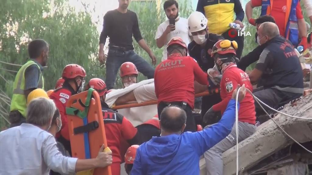 Menschen und Tiere aus Trümmer geborgen - Die Rettungsarbeiten in Izmir