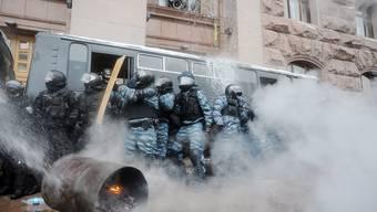 Massenproteste in Ukraine dauern an - Regierung droht