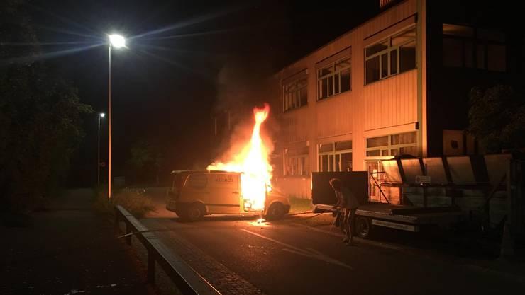 In Arlesheim brannte ein Lieferwagen aus.