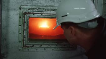 Blick in einen Ofen im Zementwerk Siggenthal in Würenlingen. (Archiv)