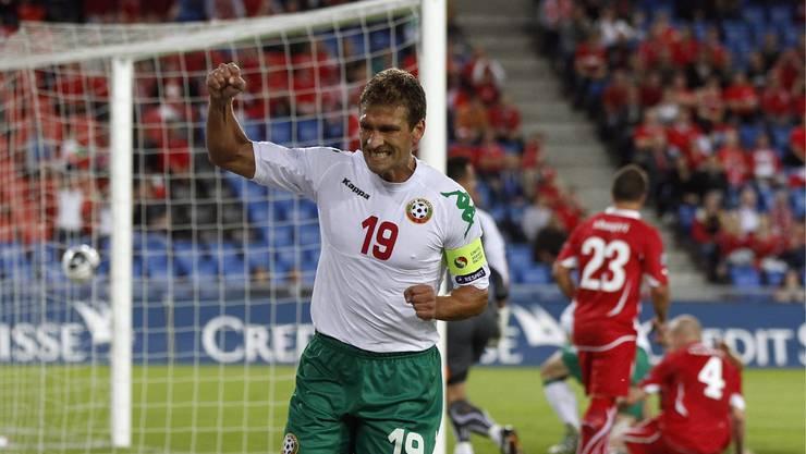 Da sah es düster aus: Bulgariens Stiliyan Petro schiesst das 1:0