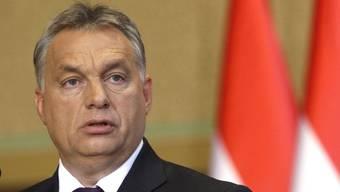 Orbans Regierung verweigert die Aufnahme von Flüchtlingen nach einem von der EU vorgeschlagenen Schlüssel und steht unter anderem deshalb in der Kritik. (Archivbild)