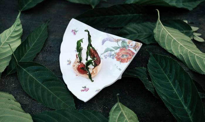 Das Geschirr stammt von Künstlern.