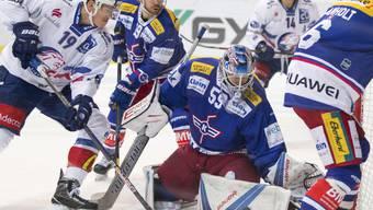 Klotens Torhüter Dennis Saikkonen kassierte gegen die ZSC Lions bereits nach fünf Minuten drei Treffer