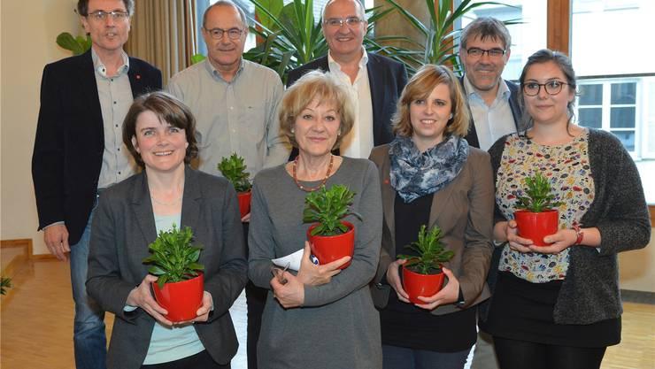 Mit diesen acht Politikern steigt die SP in die National- und Ständeratswahlen (v.l.): Martin Rüegg (93 Stimmen), Kathrin Schweizer (95), Claude Janiak (per Akklamation als Ständeratskandidat nominiert), Susanne Leutenegger Oberholzer (116), Daniel Münger (92), Miriam Locher (86), Eric Nussbaumer (123) und Samira Marti (118).