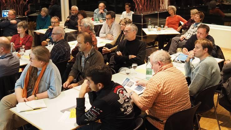 Die Anwesenden lauschten interessiert den Ausführungen des Geologen.