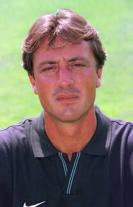 Darauf folgt ein Intermezzo beim FC Basel, wo Schällibaum von 1998 bis 1999 als Co-Trainer und kurze Zeit als Trainer tätig ist.
