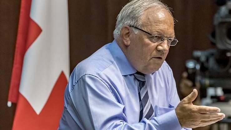 """Bundesrat Johann Schneider-Ammann reagierte verärgert über die Vorwürfe der Gewerkschaften und spricht von einem """"Vertrauensbruch""""."""