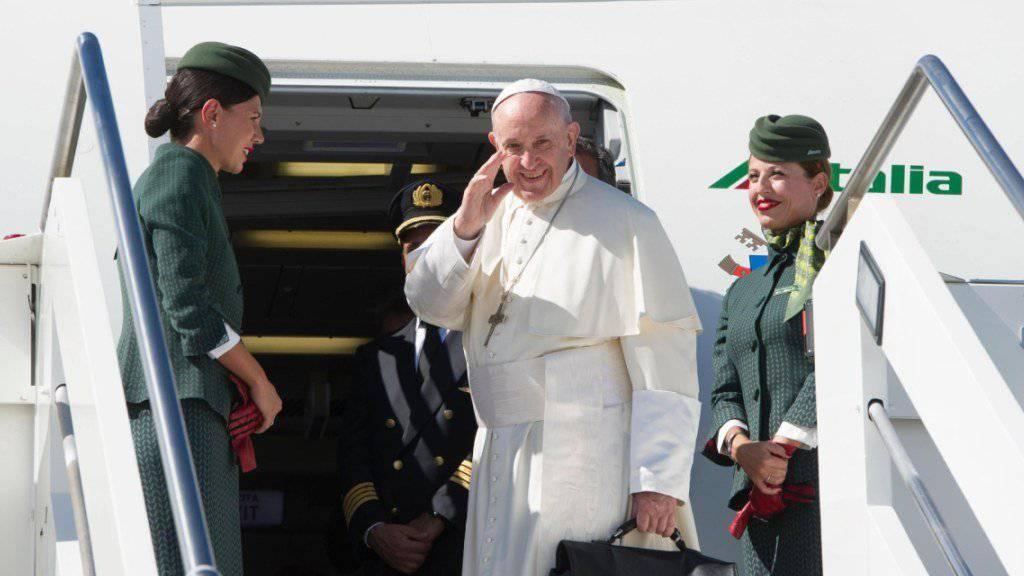 Papst Franziskus hat auf seinem Flug von Kolumbien zurück nach Rom die Klima-Leugner kritisiert.