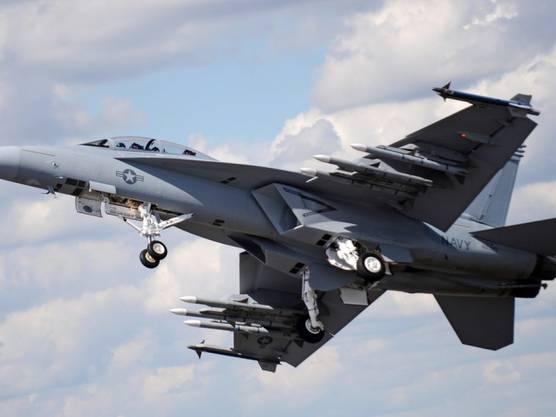 Ein Kampfjet des Typs F/A-18 Super Hornet bei einer Airshow. (Bild: Keystone/EPA/ANDY RAIN)