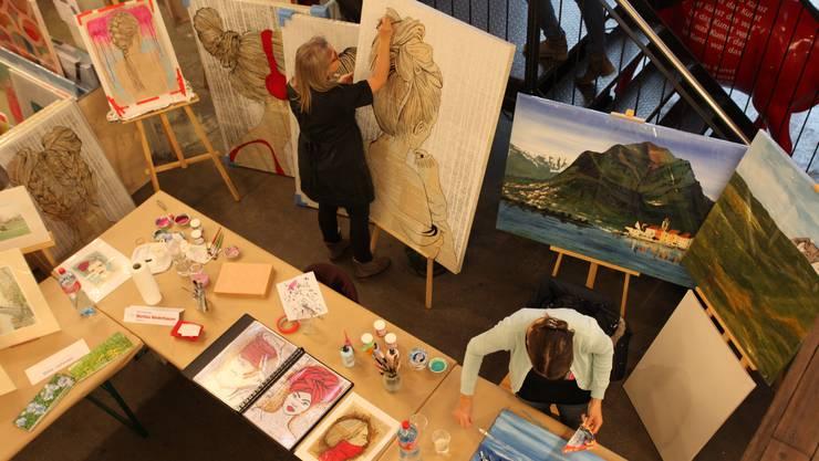 Kunstschaffenden am Künstler-Atelier über die Schulter geblickt.