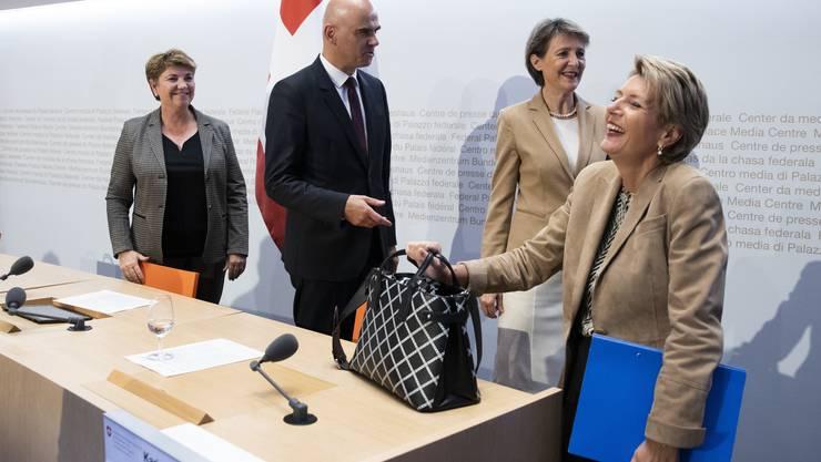 Hat nach gewonnener Schlacht gut Lachen: Karin Keller-Sutter am Sonntag in Bern. Doch nun steht die Debatte ums Rahmenabkommen mit der EU an.