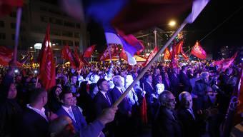 """Jubel bei bosnischen Serben, die nach offiziellen Angaben mit 99,8 Prozent für die Beibehaltung ihres umstrittenen """"Nationalfeiertages"""" stimmten."""