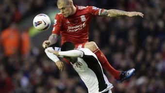 Liverpools Pechvogel Skrtel (oben) im Duell mit Clint Dempsey.