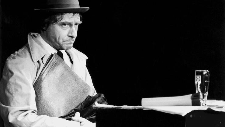 Emil Steinberger gastiert im Jahr 1980 in Luzern mit seinem Bühnenprogramm «Füürobig». Das Publikum war so begeistert, dass er beschloss, nur noch Emil zu sein. Fotos:KEYSTONE