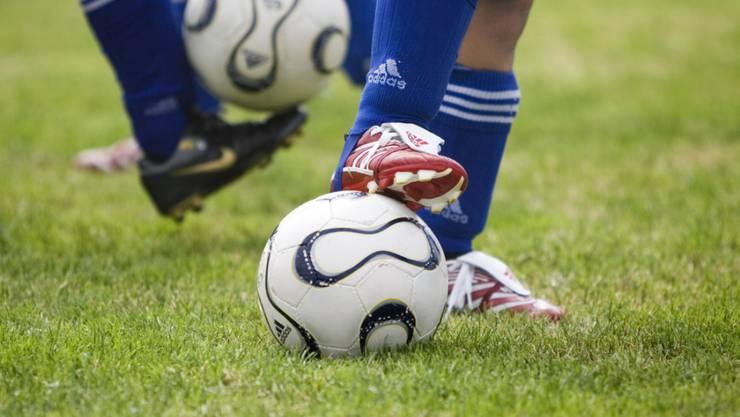 Ein Amateur-Fussballer ist wegen fahrlässiger einfacher Körperverletzung verurteilt worden. (Symbolbild)